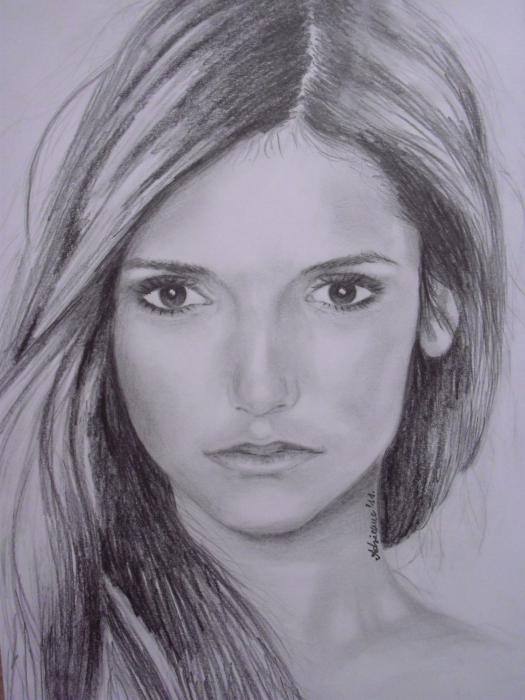 Nina Dobrev por Adrienne